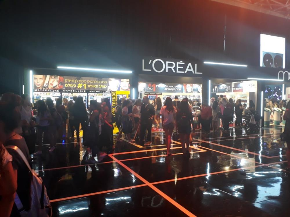 exhibition booth design L'OREAL